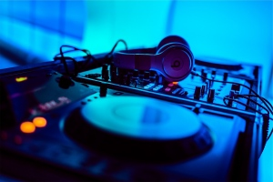 4 Simple Ways to Find Gigs for DJs